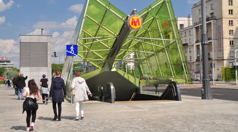Wejście do metra w Warszawie
