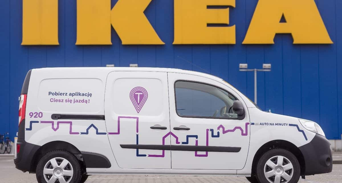 Traficar dostawczy przed IKEA Kraków