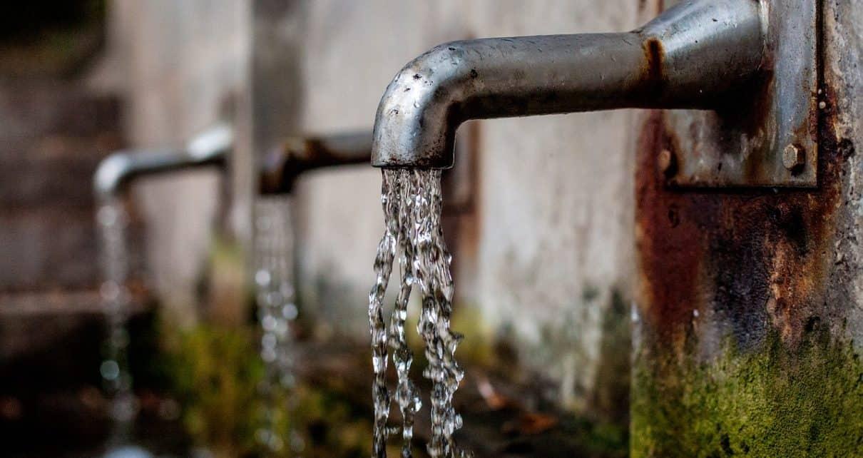 Kran z wodą