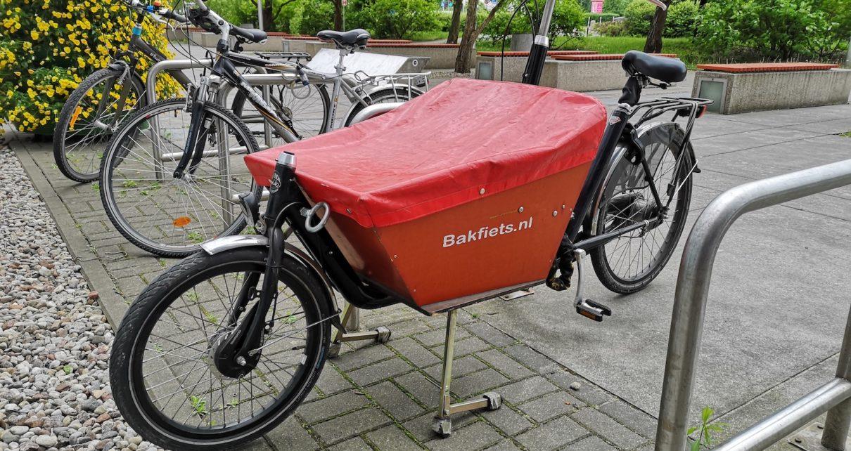 Rower cargo na parkingu